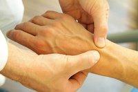 Handgelenksschmerzen - was kann ich machen?
